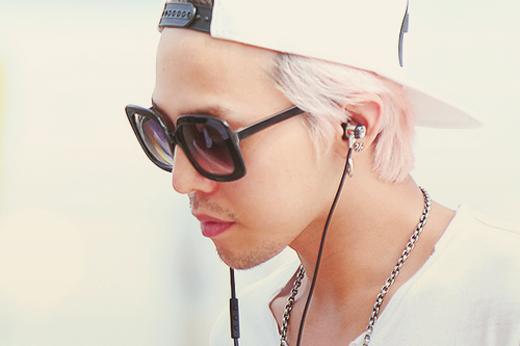 Một G-Dragon để râu hoàn toàn khác với hình tượng phá cách, cá tính thường thấy.