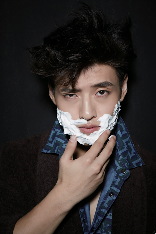 Kang Ha Neul lại quá quyến rũ với bộ râu đặc biệt này.