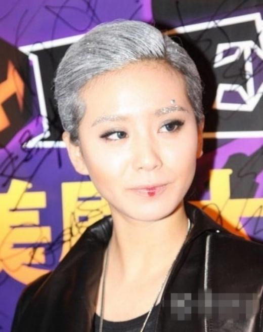 Có ai nhận ra đây là Lưu Thi Thi khi cô dự một sự kiện?