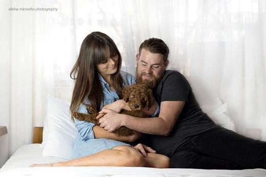 Quá chán vì bị bắt sinh em bé, cặp đôi quyết nhận cún làm con
