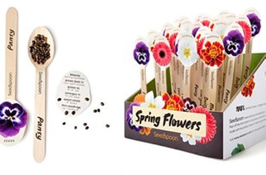 Việc gieo trồng những khóm hoa sẽ đơn giản hơn với dụng cụ này. Bạn chỉ cần để hạt giống vào và cắm xuống đất là được.