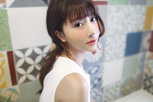 Gương mặt thanh tú của Quỳnh Anh Shyn càng trở nên thu hút hơn với kiểu trang điểm tự nhiên.