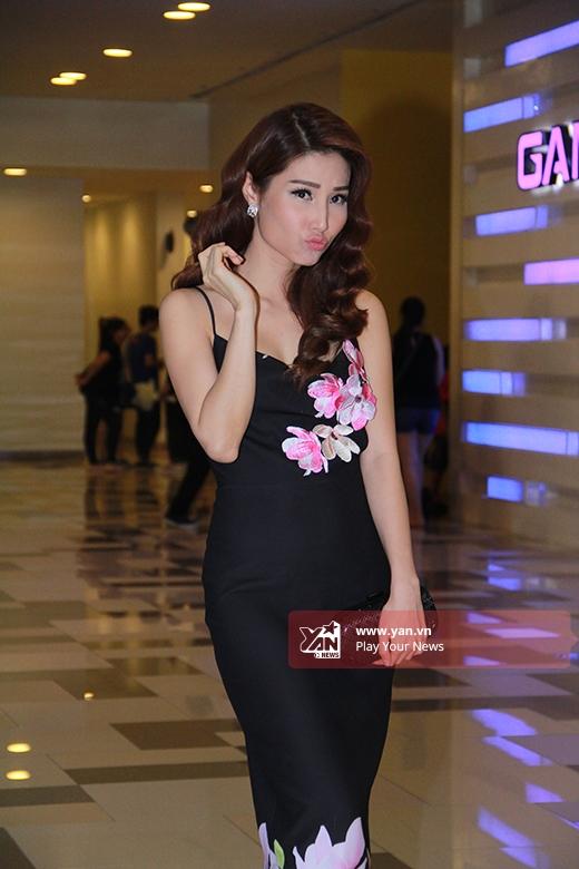 Nữ diễn viên tài năng và những biểu cảm đáng yêu trước khi vào buổi tiệc. - Tin sao Viet - Tin tuc sao Viet - Scandal sao Viet - Tin tuc cua Sao - Tin cua Sao