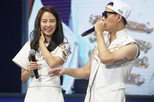 """Ganh tị những khoảnh khắc """"ngọt hơn kẹo"""" của Song Ji Hyo và Gary"""