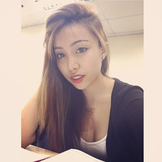 Ngây ngất với vẻ đẹp quyến rũ của cô nàng 9x gốc Việt