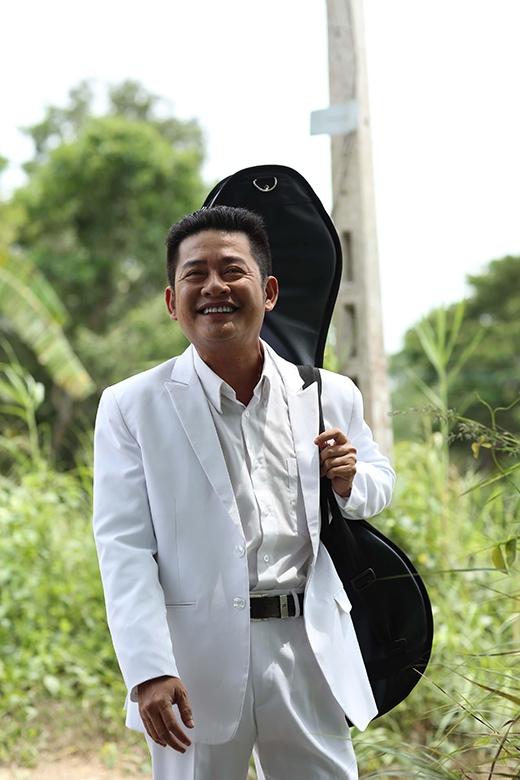 Trong Hy sinh đời trai, Tấn Beo đảm nhận vai diễn của nhân vật Linh - một công tử nhà giàu có niềm đam mê với đờn ca tài tử. - Tin sao Viet - Tin tuc sao Viet - Scandal sao Viet - Tin tuc cua Sao - Tin cua Sao