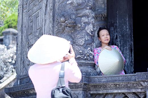 Việt Hương khoe mặt mộc, đội nắng đi du lịch cùng Trấn Thành - Tin sao Viet - Tin tuc sao Viet - Scandal sao Viet - Tin tuc cua Sao - Tin cua Sao