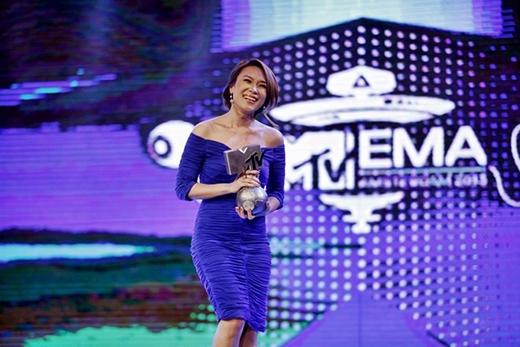 Mỹ Tâm trong lần đón nhận giải thưởngBest Southeast Asia Act tại sân khấu Vietnam Idol. - Tin sao Viet - Tin tuc sao Viet - Scandal sao Viet - Tin tuc cua Sao - Tin cua Sao