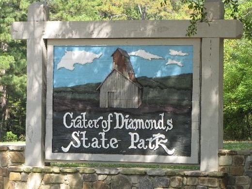 Ngạc nhiên với vùng đất cho du khách nhặt kim cương thoải mái