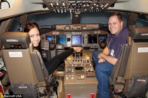 5 năm trước, cô trở thành người phụ nữ đầu tiên không có tay nhận được chứng chỉ lái máy bay bằng chân