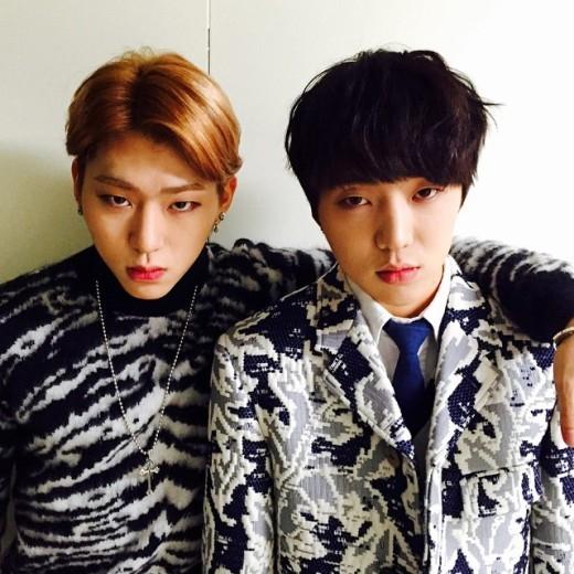 ZicovàSeungyoon (Winner)lại sở hữu nhiều đặc điểm tương tự trên gương mặt. Thậm chí, tình bạn của cả hai vô cùng khăng khít dù hoạt động khác nhóm khiến fan ngưỡng mộ.