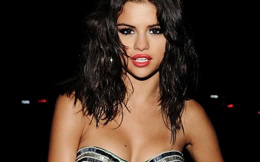 Selena Gomez và lí do tháo nhẫn trong trắng khi hẹn hò Justin Bieber
