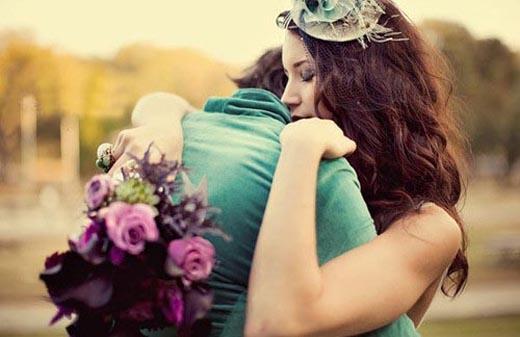 Thích thú với những lợi ích trên cả tuyệt vời của ôm và hôn