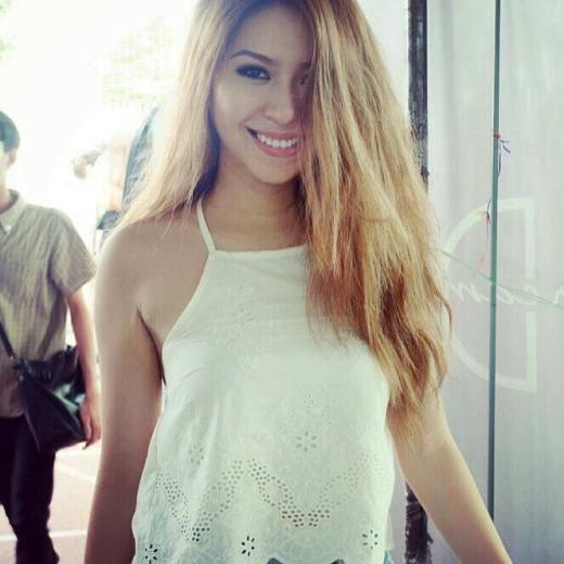 Say đắm trước vẻ đẹp của cô người mẫu quảng cáo 9x