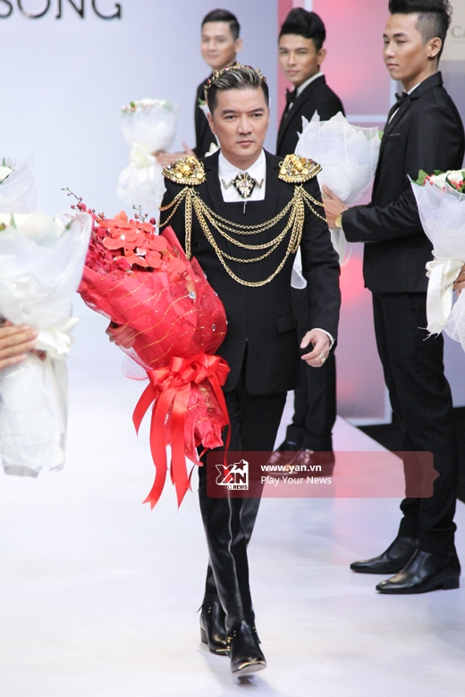 Đàm Vĩnh Hưng đảm nhận vị trí vedette cho bộ sưu tập áo cưới của người bạn thân - nhiếp ảnh gia Thành Nguyễn.