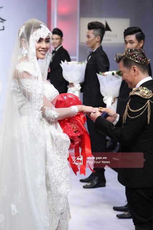 Đàm Vĩnh Hưng bất ngờ cầu hôn Võ Hoàng Yến