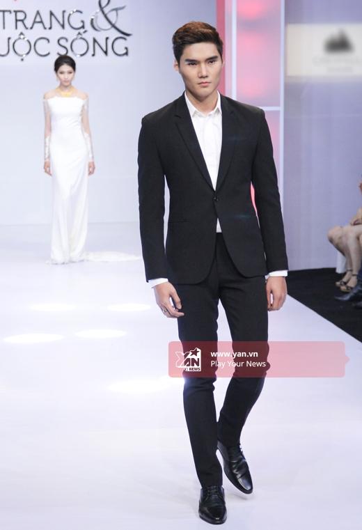 Với Quang Hùng, chàng người mẫu tài năng này đang tích cực tập luyện để có được cơ hội chạm ngõ với môi trường thời trang quốc tế.