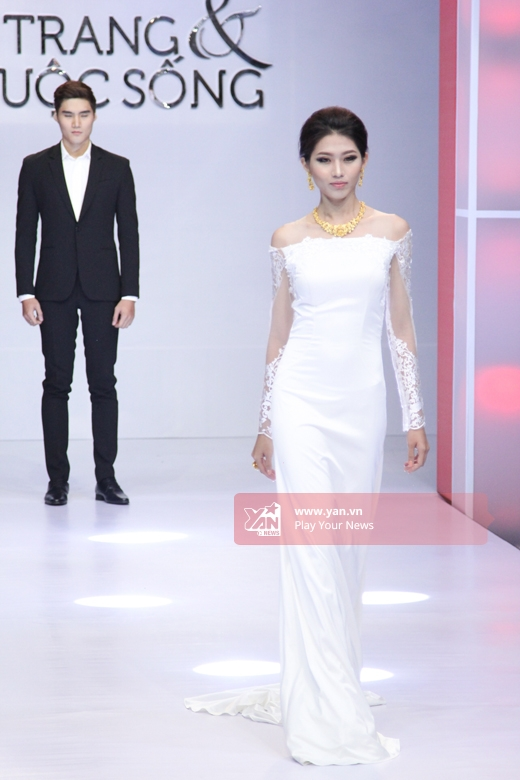 Còn Quỳnh Châu - nữ người mẫu xinh đẹp lại đang chinh chiến tại cuộc thi Hoa hậu Hoàn vũ Việt Nam 2015.