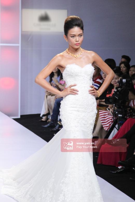 Quán quân Vietnam's Next Top Model 2013 - Mâu Thủy ngày càng chuyên nghiệp, bản lĩnh. Sắp tới, chân dài này cũng chính thức đầu quân cho một công ti quản lí và đào tạo người mẫu tại New York.