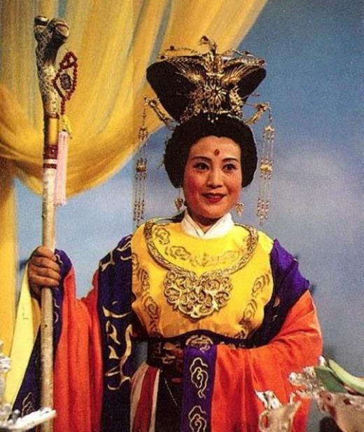 Vạn Phức Hương (vai Vương mẫu nương nương) qua đời vào năm 1994. Bà là một trong số ít những diễn viên không tham gia nhiều phim sau khi Tây du ký đóng máy.