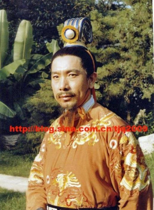 Nam diễn viên Lôi Minhđã vào vai Quốc vương nước Ô Kê và được đánh giá là nhân vật có nội tâm phức tạp. Ông qua đời vào năm 2010.
