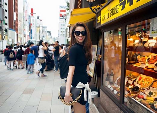 Hồ Ngọc Hà đa phong cách cùng túi xách trị giá hơn 50 triệu đồng