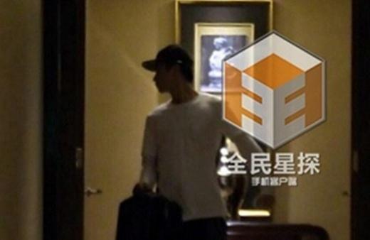 Họ bị bắt gặp ở cùng phòng tại khách sạn.