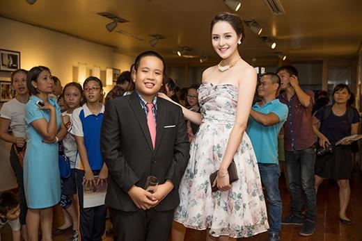 Á hậu cuộc thi Hoa hậu Việt Nam 2012 cũng rất ấn tượng với phong thái tự tin nhưng khiêm tốn của Đỗ Nhật Nam. - Tin sao Viet - Tin tuc sao Viet - Scandal sao Viet - Tin tuc cua Sao - Tin cua Sao