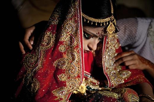 Cô bé Nasoin Akhter trở thành vợ của một người đàn ông 32 tuổi khi mới bước sang tuổi 15.