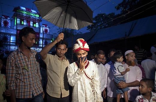 Chân dung người chồng 32 tuổi - Mohammad Hasamur Rahman - tại nhà cô dâu.