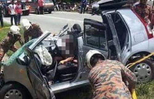Lực lượng chức năng đã phải cắt nóc xe mới đưa được cô gái ra ngoài