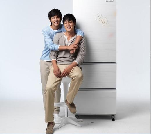 Tương tự như Ji Yeon, Yoo Seung Ho cũng được biết đến với tên gọi tiểu So Ji Sub bởi sự tương đồng trong từng đường nét của cả hai diễn viên tài năng này. Được biết, Yoo Seung Ho cũng đã từng vào vai lúc trẻ của So Ji Sub trong một MV âm nhạc.