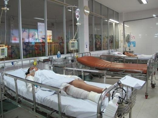 Em Linh đang được điều trị tại Bệnh viện Nhi Đồng 1 Ảnh: THÙY DƯƠNG