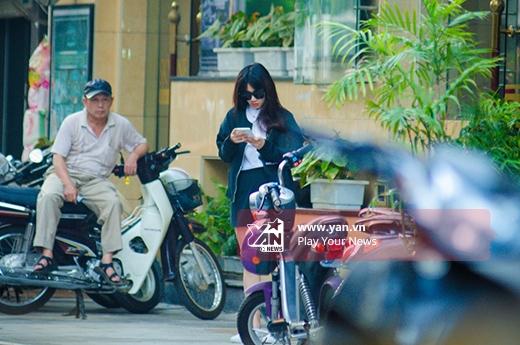 Nhã Phương có mặt trước cửa khách sạn. - Tin sao Viet - Tin tuc sao Viet - Scandal sao Viet - Tin tuc cua Sao - Tin cua Sao