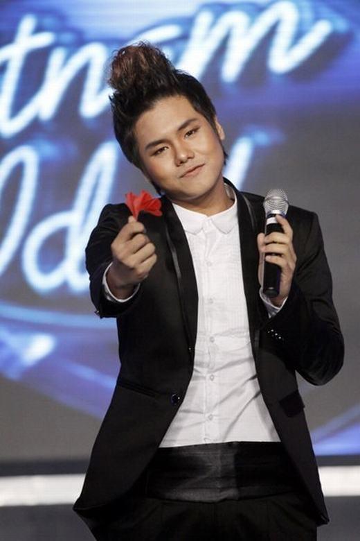 Đức Anh trong cuộc thi Vietnam Idol 2010.