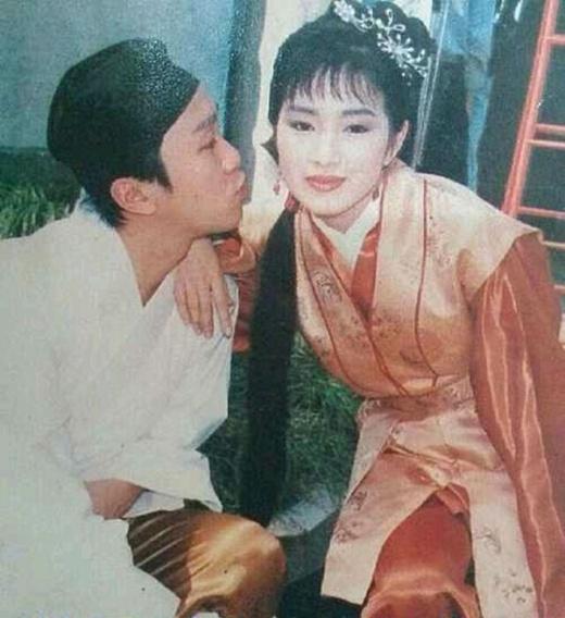 Châu Tinh Trì cố hôn Thu Hương Củng Lợi.
