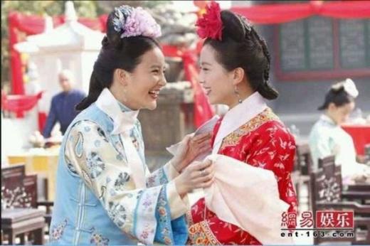 Công chúa Minh Ngọc và nhân vật Nhược Hy - Lưu Thi Thi trong phim Bộ bộ kinh tâm rất ghét nhau nhưng sau ống kính, cả hai rất thân thiết.