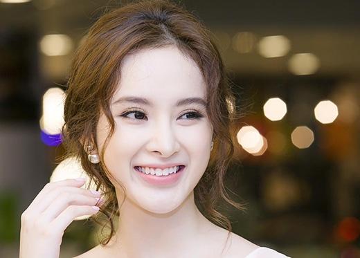 Angela Phương Trinh luôn thu hút người đối diện bởi những màu môi hồng tự nhiên, ngọt ngào.