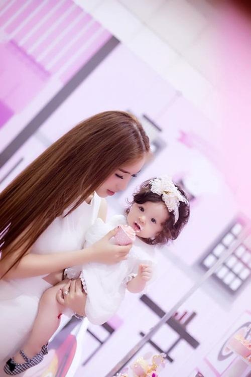 Hai mẹ con Elly Trần khiến người hâm mộ mê mẩn bởi vẻ sành điệu quyến rũ. - Tin sao Viet - Tin tuc sao Viet - Scandal sao Viet - Tin tuc cua Sao - Tin cua Sao