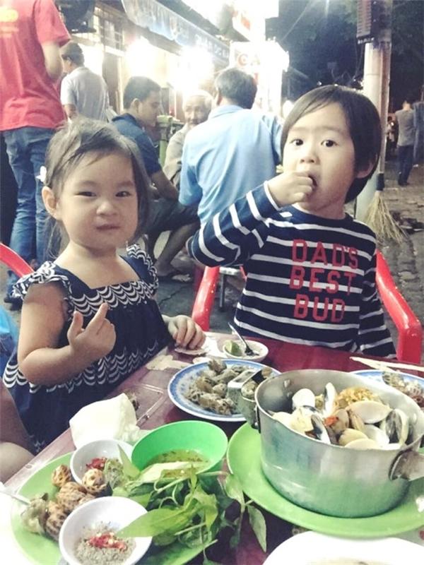 Kết thúc ngày sinh nhật Cherry còn được bố mẹ cùng anh trai dẫn đi ăn ốc no nê. - Tin sao Viet - Tin tuc sao Viet - Scandal sao Viet - Tin tuc cua Sao - Tin cua Sao