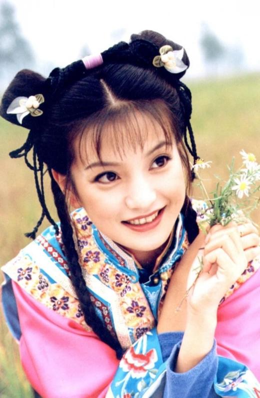 Tiểu Yến Tử lanh lợi, hoạt bát trong Hoàn Châu Cách Cách được coi là một trong những vai diễn kinh điển nhất của Triệu Vy. Sau bộ phim này,Triệu Vyđã trở thành hoa đán hàng đầu Hoa ngữ và giữ vững danh hiệu này suốt nhiều năm trời.