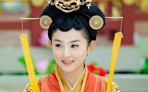 Không thể phủ nhận Vu Chính đã lăng-xê thành công rất nhiều sao nữ bao gồm Triệu Lệ Dĩnh. Với vai Lục Trinh trong Lục Trinh Truyền Kỳ, Triệu Lệ Dĩnh đã nổi tiếng rất nhanh chóng và trở thành nữ hoàng truyền hình mới dù bị nhiều người ném đá.