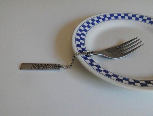 Thìa và nĩa phiên bản... đuổi khách!