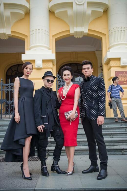 Tính đến thời điểm hiện tại, Đỗ Mạnh Cường là cái tên gắn bó với nhiều mĩ nhân hàng đầu trong làng giải trí Việt như: Diễm My, Ngô Thanh Vân, Tăng Thanh Hà, Linh Nga…và gần đây nhất là diva Mỹ Linh.