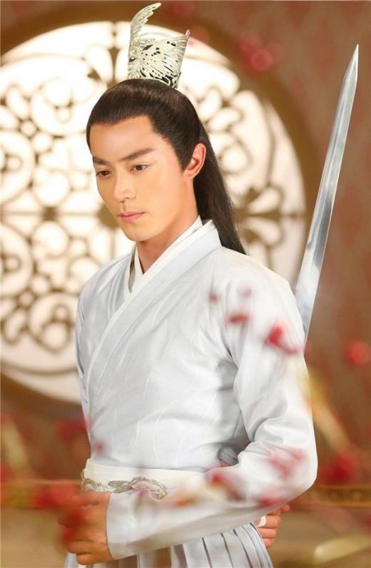Nét quyến rũ của sư phụ Bạch Tử Họa do Hoắc Kiến Hoa đóng trong Hoa Thiên Cốt.