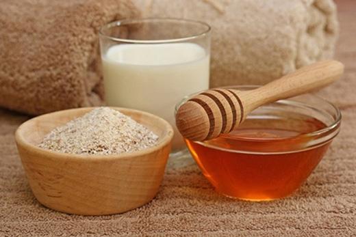 Sử dụng hỗn hợp bột yến mạch và sữa chua 3 lần/tuần để xóa sạch mụn đầu đen.