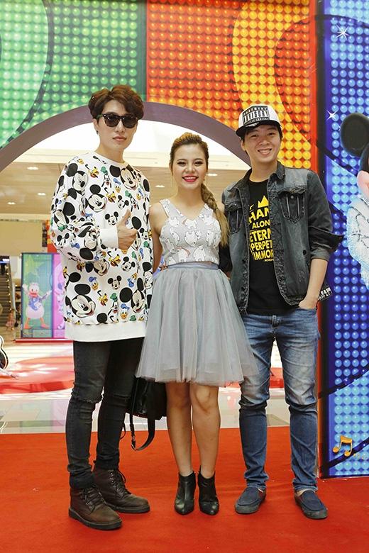 Nữ ca sĩ Ti-A Hải Châuvà hai nhạc sĩ Phạm Toàn Thắng, Châu Đăng Khoa cũng khá thích thú với hoạt động này.