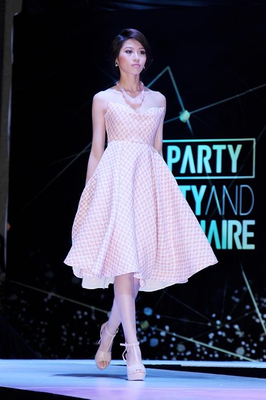 Hoa hậu Thùy Dung khoe vai trần quyến rũ bên NTK Adrian Anh Tuấn