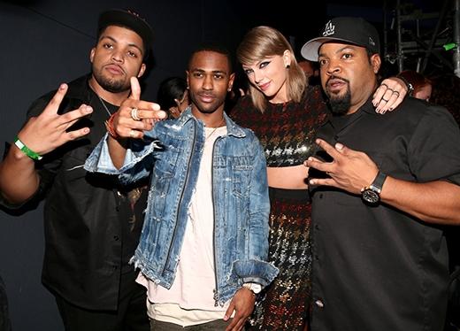 Sau khi O'Shea Jackson Jr., Big Sean, và Ice Cube công bố Taylor thắng giải Video của năm, cả nhóm đã chụp ảnh cùng nhau tại hậu trường.