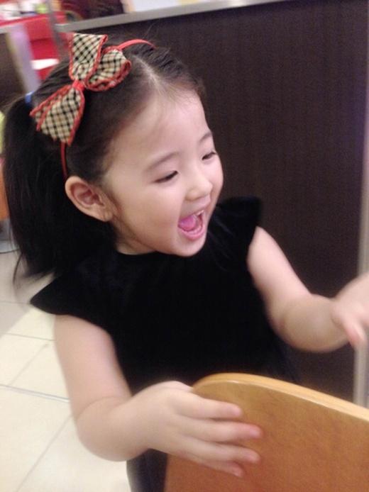 Bảo An khá hiếu động và tinh nghịch, cô bé luôn vui vẻ và thân thiện với mọi người.